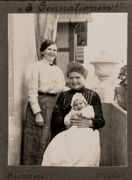 3 Generationen Aufnahme 1913 von F. O. Oertel